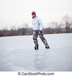 tavacska, fiatalember, jelentékeny, szabadban, jég skating