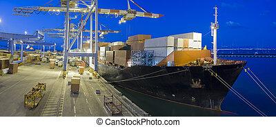 teherhajó, éjszaka