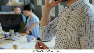 telefon, mozgatható, beszéd, hím végrehajtó, 4k, hivatal, közelkép