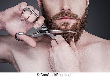 teljes, álló, közelkép, övé, beard., jelentékeny, shirtless, szürke, ellen, fiatal, időz, éles, háttér, olló, ember, szakáll