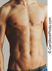 teljes, közelkép, torso., shirtless, fiatal, stnading, szürke, ellen, háttér, hím, törzs, ember