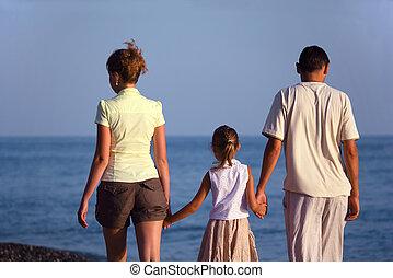 tengerpart., család, hát, tenger, jár, mentén, nézet., leány