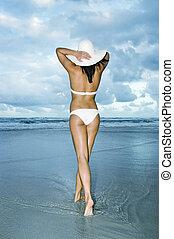 tengerpart kalap, nap, leány, gyalogló, white bikini