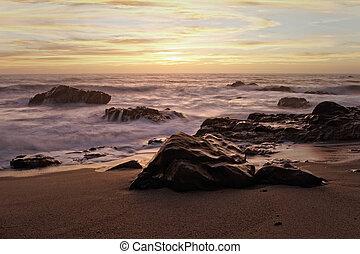 tengerpart, napnyugta, sziklás