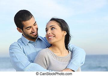 tengerpart, szeret, párosít, boldog, kényelmes, arab, hozzásimulás