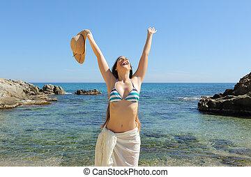 természetjáró, szünidő, fegyver, misét celebráló, tengerpart, emelés, boldog