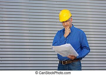 tervrajz, látszó, ellen, kéz, redőny, figyelmes, építészmérnök, érett, áll, hím