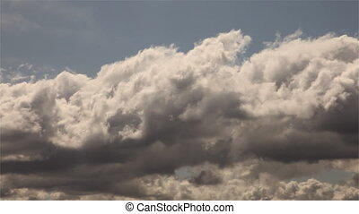 time-lapse, helyes, &, aláír, rossz, zöld, irány, irány, méltóságteljes, elmenő, clouds., út