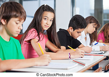 tizenéves, osztálytársak, ülés, íróasztal, leány