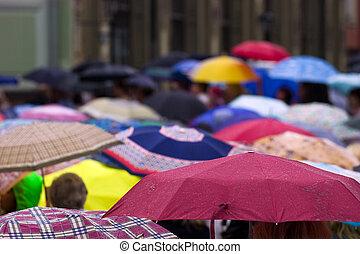 tolong, esernyők, emberek