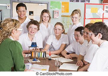tudomány osztály, tanár, iskolások
