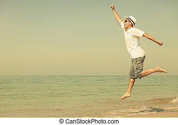 ugrás, tengerpart, ember, boldog
