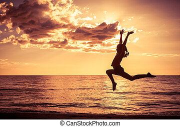 ugrás, tengerpart, leány, boldog