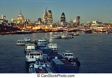 város égvonal, london, night.