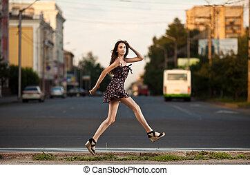 város, nő, fiatal, ugrás, gondtalan, utca
