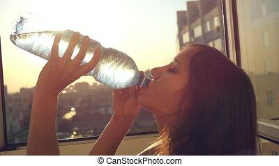 város, nő, víz, lassú, napnyugta, bájos, ivás, indítvány