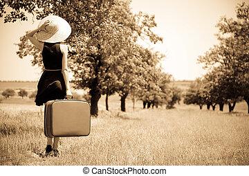 vidéki táj, leány, elhagyott, bőrönd
