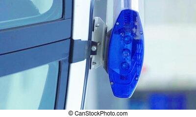 villanás, autó, tető, rendőrség, hencegő alak, video, függőleges