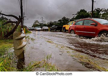 water., alatt, út megtölt, ár, utca., thaiföld, autók, lovagol