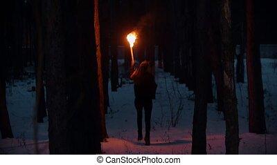 woman út, éjszaka, fiatal, tél, erdő