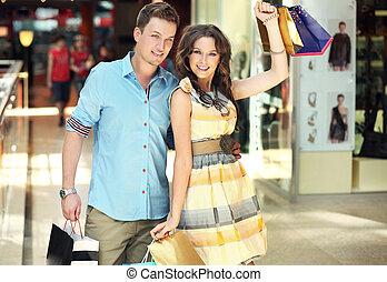 woman bevásárol, középcsatár, boldog