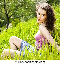 woman ellankad, fiatal, fű, gyönyörű