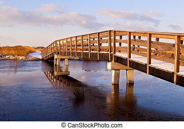 wooden bridzs, fagyasztott, át, folyó