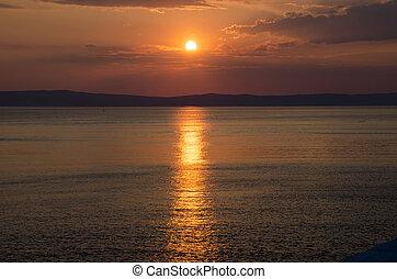 wtih, ég, elhomályosul, felül, napnyugta, tenger, piros