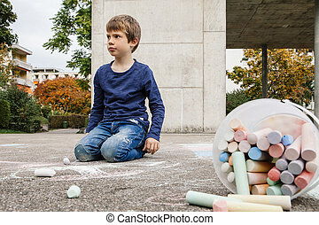 young fiú, járda kréta, rajz