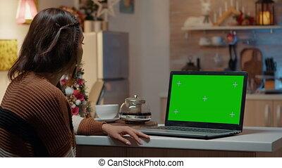 young külső, ellenző, laptop, zöld, felnőtt