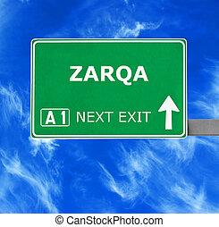 zarqa, kék, tiszta égbolt, ellen, aláír, út
